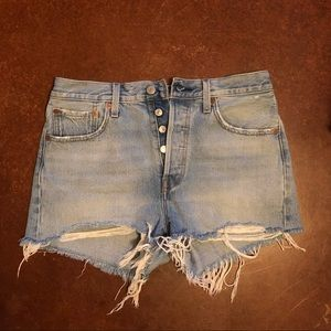 Levi Distressed 501 Jean shorts sz 28